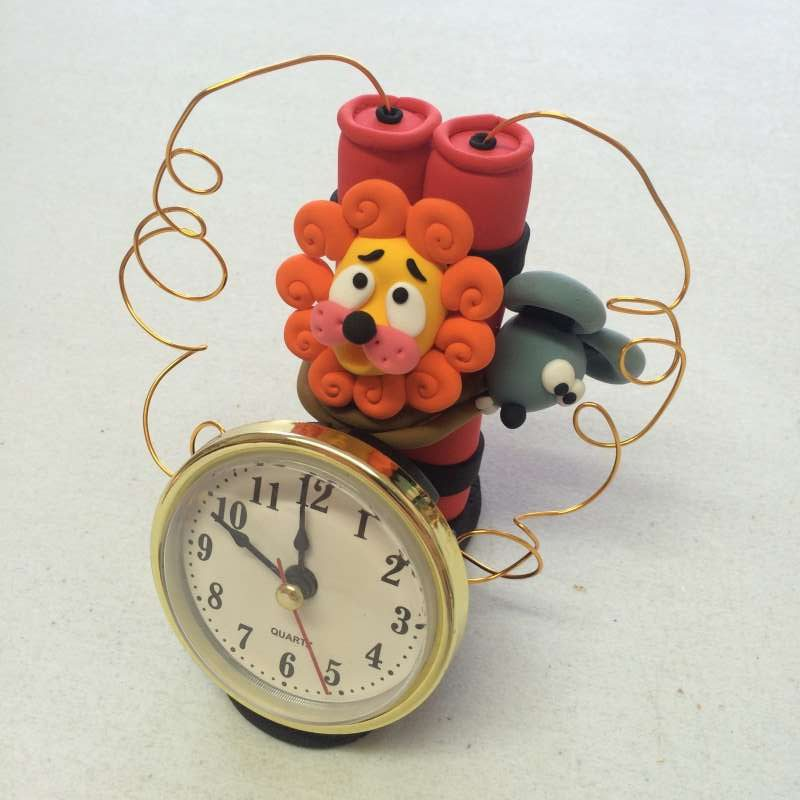 Mixed Media Craft Models - Jumping Clay lion and mouse clock