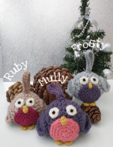 Photo of three crocheted robins made from Robin Decoration kit.